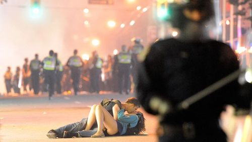Vancouver_riot_kiss